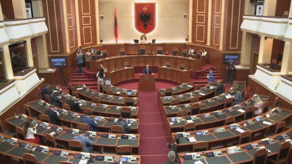 Votëbesimi i qeverisë: Meta dha dritën jeshile, Nikolla thërret seancën maratonë