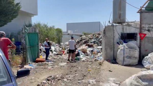 """Durrësi """"përmbytet"""" nga plehrat, era e keqe zapton qytetin"""