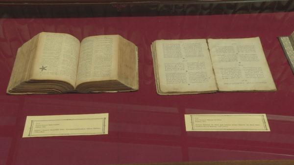 Thesaret e arkivit, zbuloni si duket një libër 600-vjeçar përmes një ekspozite