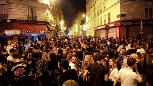 Mijëra vetë në rrugë në festivalin e Muzikës në Francë, trazira dhe përplasje