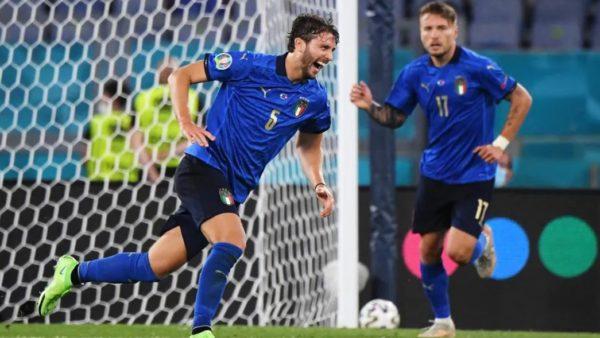 Locatelli jep leksione futbolli, Italia kalon në fazën tjetër