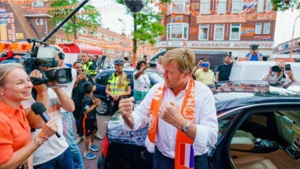 Mbreti holandez nuk respekton rregullat e distancimit, kritikohet nga qeveria