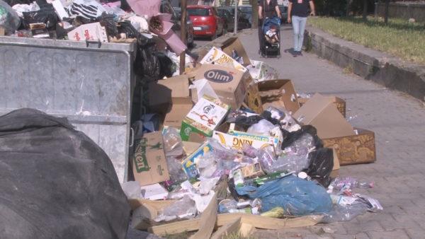 """Mbeturinat në Durrës, Bashkia """"ngre duart"""". I kërkon financime qeverisë"""