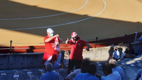 Polakët shkojnë në Sevilje dhe shohin… ndeshje me dema