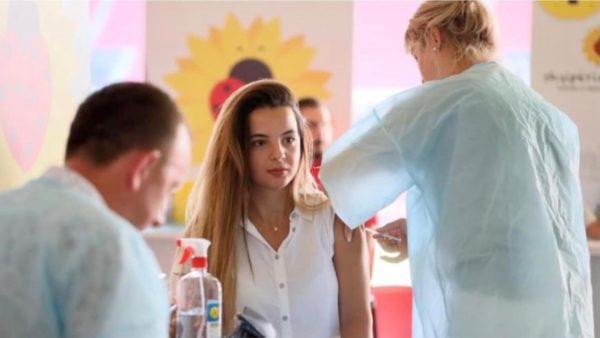 Qendrat e vaksinimit do të jenë të hapura deri në orën 20:00, Rama: Të paraqiten të gjithë mbi 18 vjeç