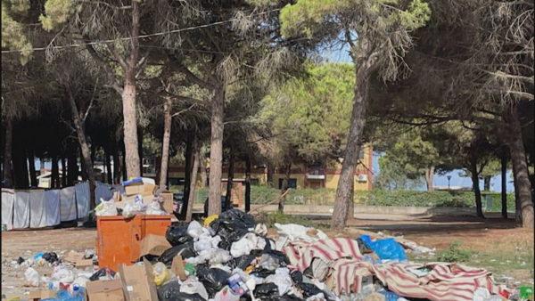 Golemi mes plehrave, mbeturinat kanë pushtuar rrugët, shqetësim për turistët