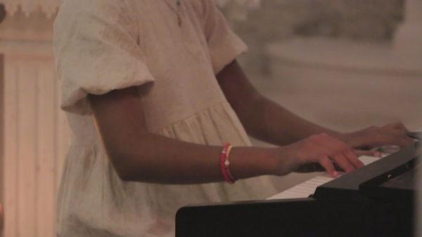 Koncerti homazh, 6 fëmijë pëcjellin me muzikë një mesazh për jetën