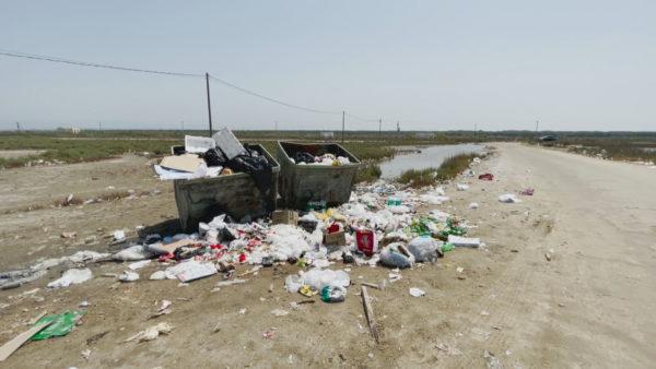 Sezoni turistik në Durrës, plazhi i Bisht-Kamzës vuan mungesën e infrastrukturës