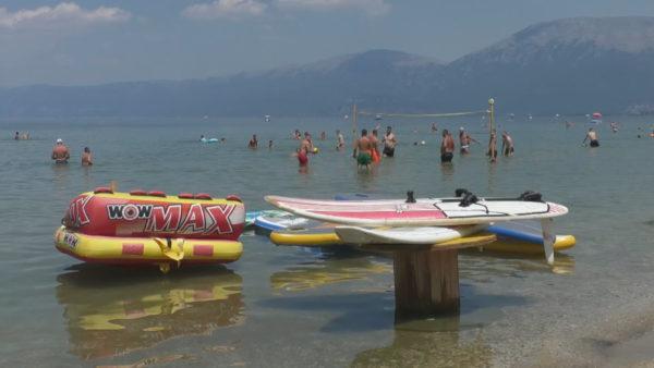 Pogradeci sfidë bregdetit, slogani i verës: Vizito një ditë, prenoto një muaj