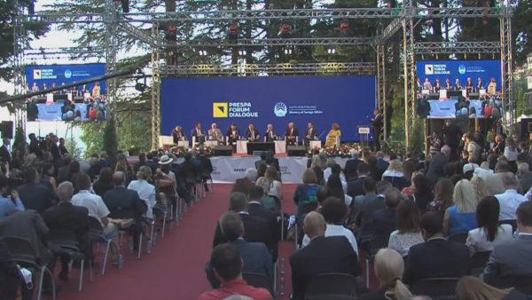 """""""Rruga për në Prespë"""", Zaev e konsideron Ballkanin si shpresë të re për Europën"""