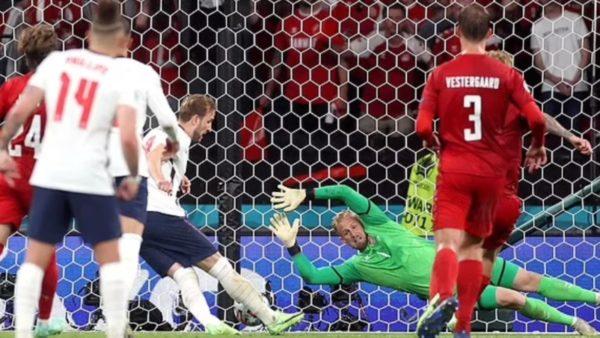 UEFA dënon Anglinë pas ndeshjes me Danimarkën