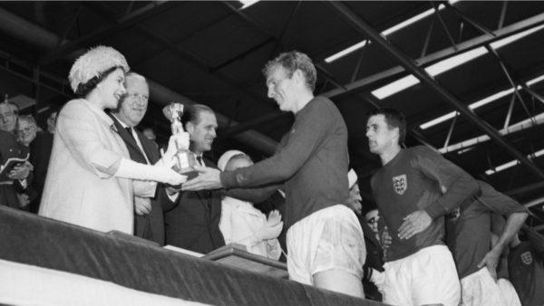 Dorëzoi trofeun e Kupës së Botës në 1966, Mbretëresha Elisabeth mesazh ekipit anglez
