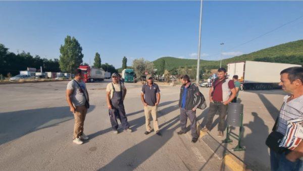 Dhjetëra punëtorë bllokohen në Qafë Thanë, pala maqedonase mbyll pikën e kalimit kufitar