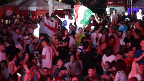 Atmosfera e Wembley edhe në Tiranë