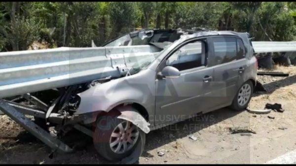 Aksident i frikshëm në Thumanë-Lezhë, makina ndahet në dysh nga barriera mbrojtëse