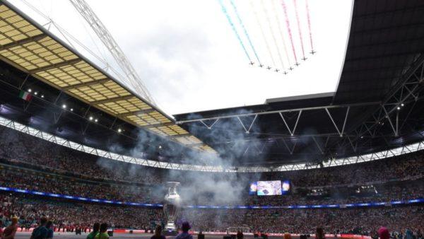 Itali-Angli, spektakël edhe para finales