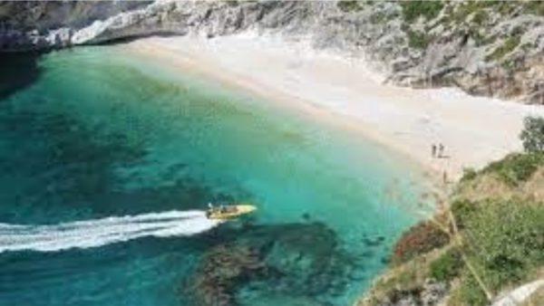 U bllokuan në afërsi të Gjirit të Gramës, rojet bregdetare shpëtojnë 3 turistët