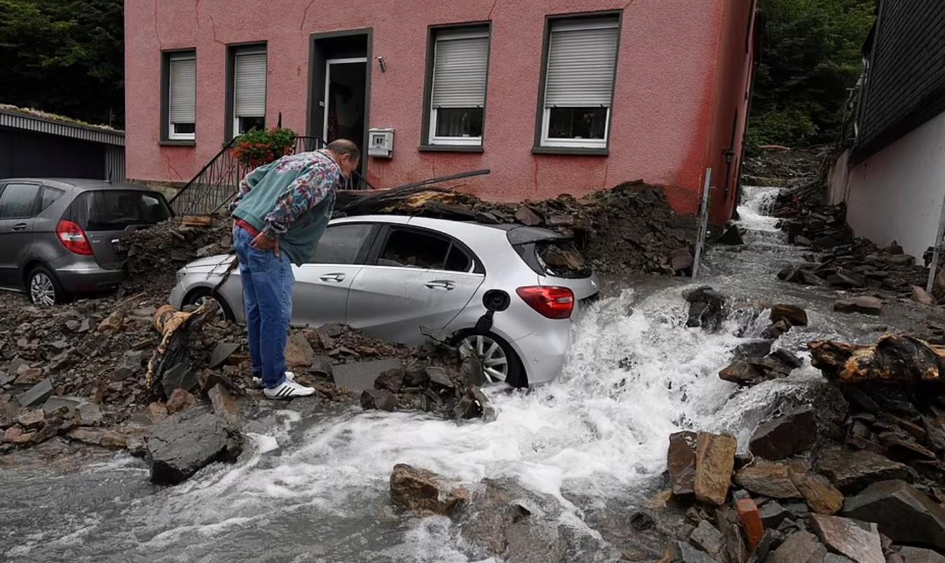 Përmbytje të mëdha në Gjermani, 7 viktima dhe 30 të zhdukur, shkatërrohen  disa shtëpi – A2 CNN