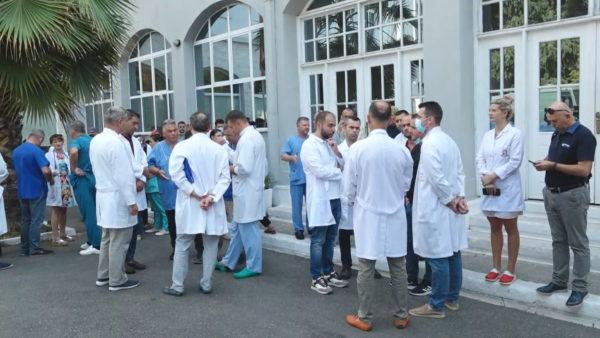 Protesta e mjekëve, Sindikata: Të mos u bëhet gjyq popullor, drejtësia po tejkalon caqet