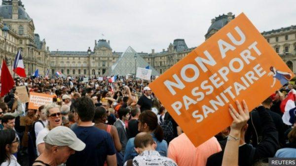 Hyn në fuqi certifikata shëndetësore, francezët në protesta: Duam liri për të zgjedhur