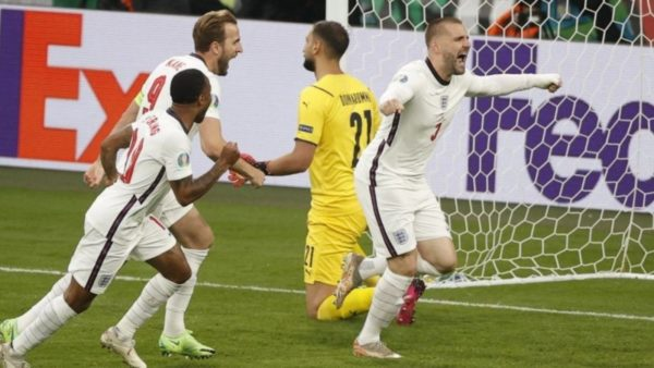 Finalja nis me gol, Shaw befason mbrojtjen italiane