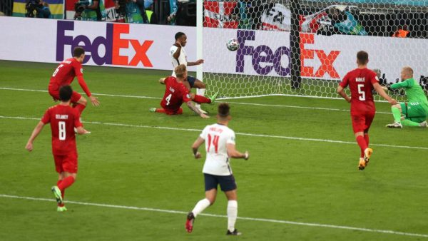 Danimarka u eliminua, por Schmeichel ishte lojtari i ndeshjes