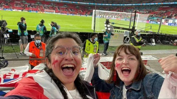 Mori leje se ishte shumë e sëmurë, 37-vjeçarja ndoqi Anglinë në stadium, shefi e heq nga puna