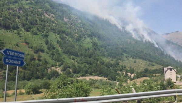 Zjarret në vend, flakët pushtojnë edhe pyjet e Vermoshit