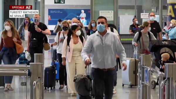 Turistët rikthehen në Spanjë