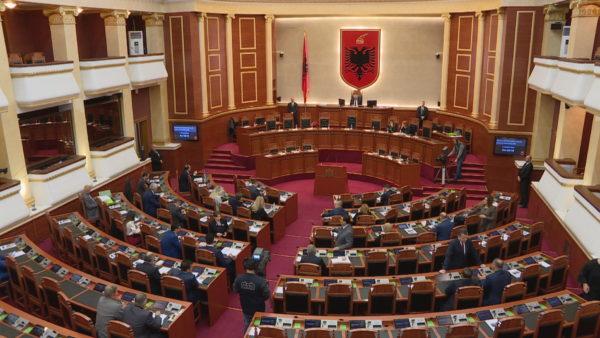 Dorëheqjet nga mandati, katër deputetë refuzojnë karrigen ende pa u ulur