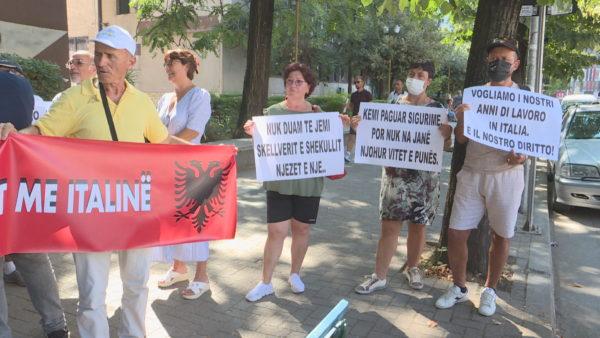 Bashkimi i pensioneve, emigrantët shqiptarë protestojnë para ambasadës italiane