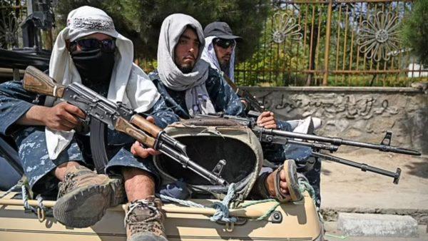 Talebanët përdhunojnë dhe rrahin homoseksualin, nis persekutimi i kundërshtarëve