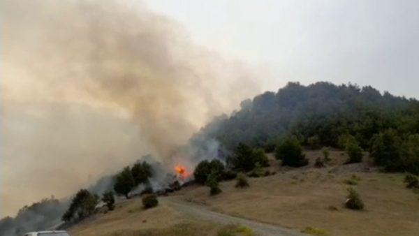 Vatër zjarri edhe në Vithkuq, rrezikohet monumenti i kulturës