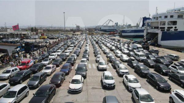Emigrantë dhe turistë, fluks në portin e Durrësit