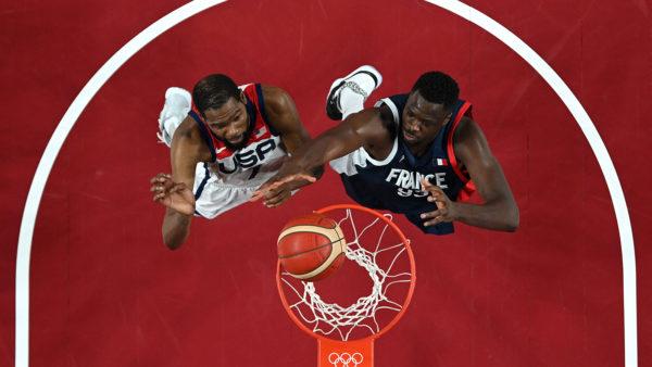 E treta e artë radhazi, basketbolli amerikan shkëlqen edhe në Tokio, Kevin Durant thyen Francën