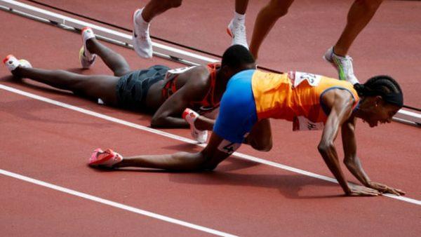 Rrëzohet 380 metra nga fundi, atletja realizon të pamundurën