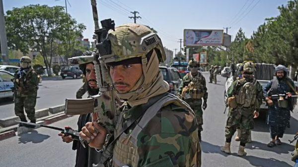 Trump: Nëse nuk na kthejnë armët, t'i bombardojmë talebanët