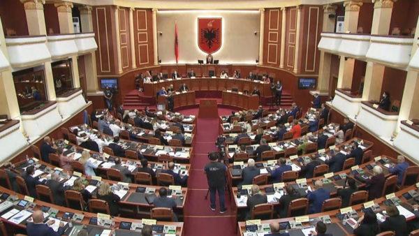 """Kuvendi miratoi qeverinë """"Rama 3"""" me 77 vota pro, 53 kundër dhe 1 abstenim"""