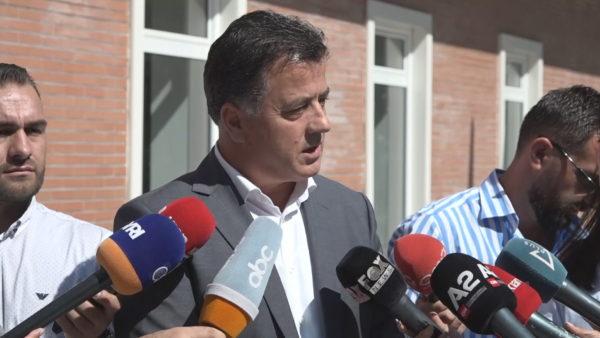 """Flamur Noka rrit tonet: Basha përçau partinë, """"Foltorja"""" e Berishës po i bashkon demokratët"""