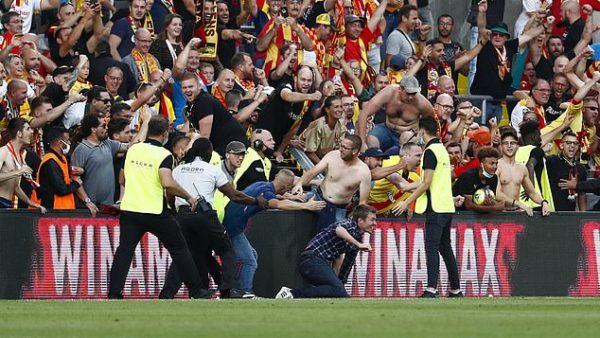 """Tifozët në """"luftë"""", përleshje në fundin e ndeshjes Marseille-Angers"""