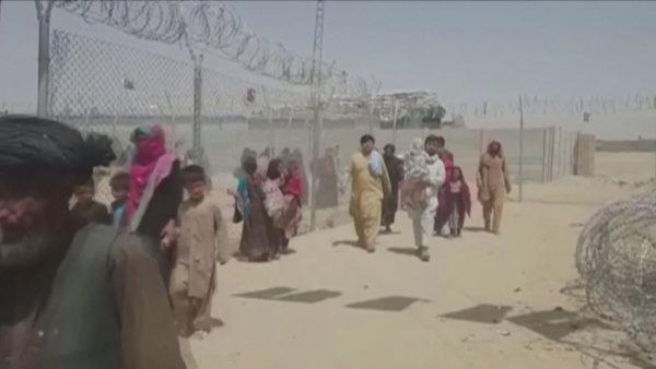 Pasiguri dhe frikë në Afganistan, mijëra njerëz në kufi, vendi rrezikohet nga kriza humanitare