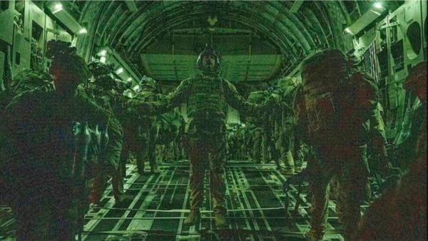 Brenda fluturimit të fundit nga Kabuli, publikohen fotot e reja të ushtarëve amerikanë që lënë Afganistanin
