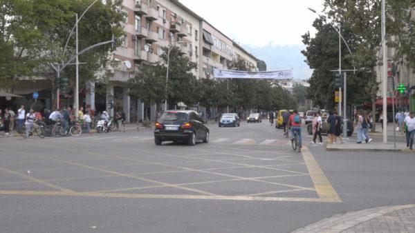 """""""Dita pa makina"""": Rrugët të mbipopulluara, qytetarët: Lëvizet më mirë me biçikletë"""
