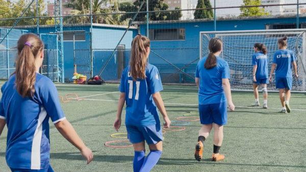 Futbolli i femrave, Grejs dhe Delma të dashuruara me sportin ''burrëror''