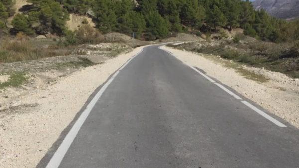 Rruga e Luftinjës në Memaliaj, banorët: Kushtoi 1.5 mln euro, por nuk shkëmbehen dot 2 vetura