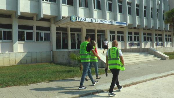 Vaksinimi i studentëve në Vlorë, të rinjtë neglizhojnë, ende të pabindur