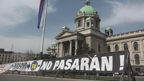 Vendimi për targat, Vucic bisedon me Lajcak, nesër mbledh Këshillin e Sigurisë