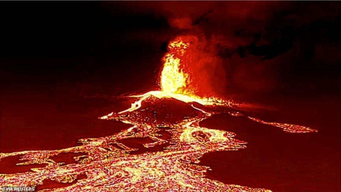 Prej 4 ditesh aktiv lava e vullkanit ne La Palma djeg e shkrumbon gjithcka 1100x620