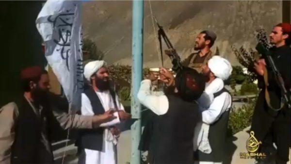 Thyhet dhe pengesa e fundit, talebanët ngrenë flamurin në Panjshir