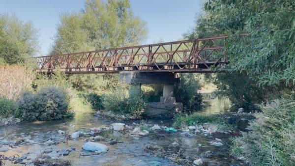 """Banorët """"luajnë"""" me fatin në urën e amortizuar"""